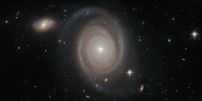 Hubble-Aufnahme der Spiralgalaxie NGC 1706. (Credits: ESA / Hubble & NASA, A. Bellini et al.)