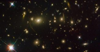 Ein Hubble-Bild des Galaxienhaufens Abell 2390. (Credits: NASA, ESA, and Johan Richard, Caltech)
