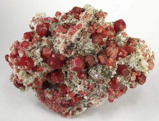 Granatminerale. (Credits: Wikipedia / Rob Lavinsky, iRocks.com – CC-BY-SA-3.0)