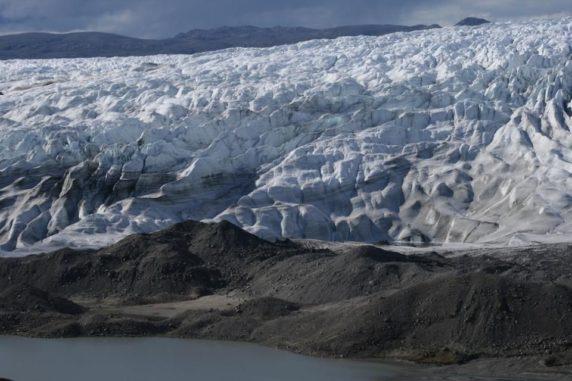 Grönland im Juli 2008. In der Dekade seit dieses Bild entstand, hat sich die Arktis um 0,75 Grad Celsius erwärmt. (Credits: Eric Post / UC Davis)