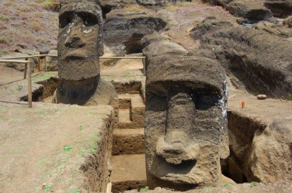 Die zwei untersuchten Moai-Statuen auf der Osterinsel. (Credits: Easter Island Statue Project)