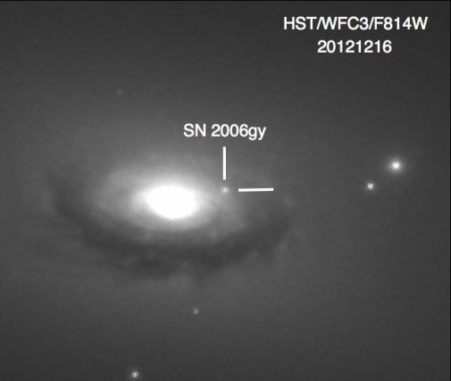 Ein Bild der Supernova SN 2006gy. (Credits: Image: Fox, Ori D. et al., Monthly Notices of the Royal Astronomical Society 454 (2015) no.4)