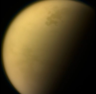 Cassini-Aufnahme des Saturnmondes Titan in sichtbaren Wellenlängen. (Credit: NASA / JPL-Caltech / Space Science Institute)