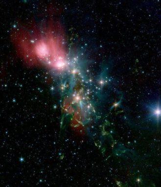 Infrarotaufnahme des Sternentstehungskomplexes NGC 1333 im Sternbild Perseus. (Credits: IRAC / NASA / JPL-Caltech / R. A. Gutermuth / Harvard-Smithsonian CfA)