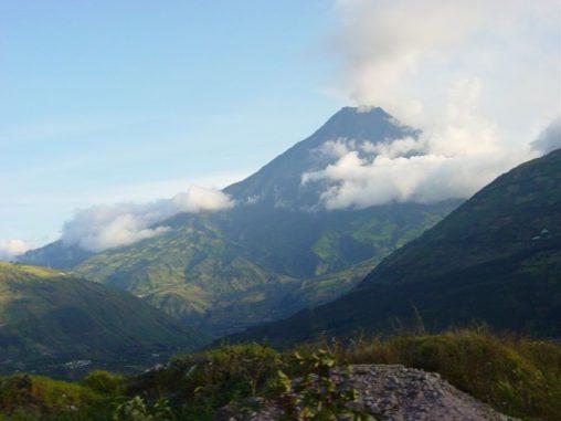 Der südamerikanische Vulkan Tungurahua, aufgenommen am 28. November 2004. (Credit: Wikipedia / Martin Zeise, Berlin / CC-BY-SA 3.0)