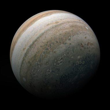 Der Gasriese Jupiter, basierend auf Bildern der Raumsonde Juno. (Credits: Image data: NASA / JPL-Caltech / SwRI / MSSS; Image processing by Kevin M. Gill, © CC BY)