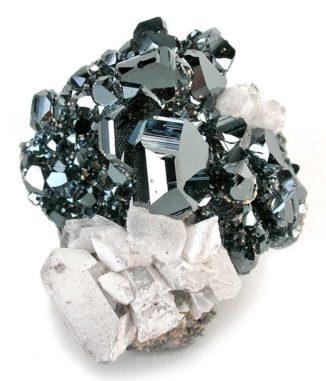 Hämatit als Beispiel für ein antiferromagnetisches Material. (Credits: Rob Lavinsky, iRocks.com – CC-BY-SA-3.0)
