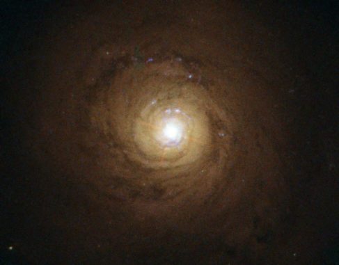 Die Galaxie NGC 5548 besitzt ein supermassives Schwarzes Loch in ihrem Zentrum. (Credits: ESA / Hubble and NASA. Acknowledgement: Davide de Martin)