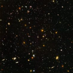 Das Hubble Ultra Deep Field zeigt auch Galaxien aus einer Zeit, als das Universum gerade 800 Millionen Jahre alt war. (Credits: NASA, ESA, and S. Beckwith (STScI) and the HUDF Team)