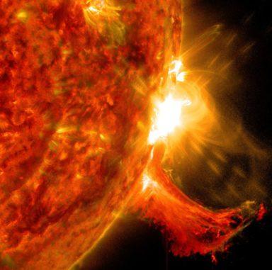 Eine Sonneneruption, aufgenommen vom Solar Dynamics Observatory (SDO) am 2. Oktober 2014. (Credits: NASA / SDO)