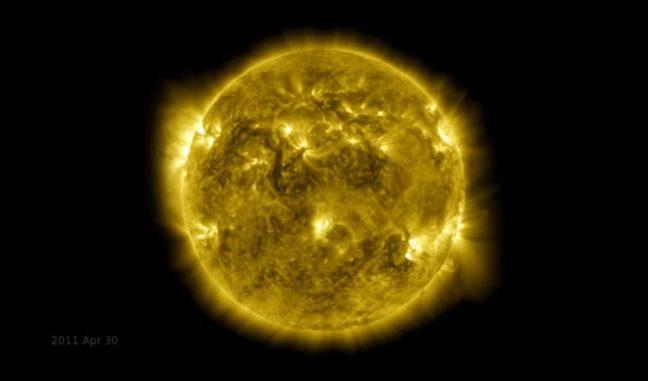 Screenshot aus dem Zeitraffer-Video, das zehn Jahre Sonnenbeobachtungen des SDO umfasst. (Credits: NASA's Goddard Space Flight Center / SDO)