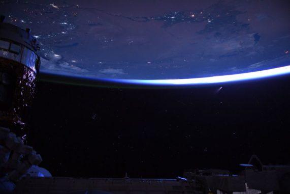 Der Komet C/2020 F3 NEOWISE, aufgenommen von Bord der Internationalen Raumstation ISS. (Credits: NASA)