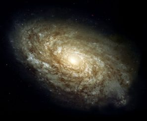 NGC 4414 gehörte zu den Galaxien, deren Distanzen zur Berechnung des Alters des Universums in der aktuellen Studie herangezogen wurden. (Credits: Hubble Heritage Team (AURA / STScI / NASA / ESA))