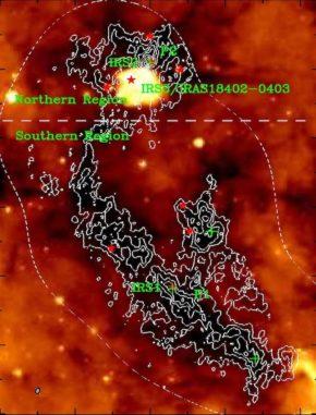 IRAC-Infrarotbild eines Filaments mit jungen sternbildenden Kernen. (Credit: NASA / Spitzer-IRAC, and Wang et al., 2008)
