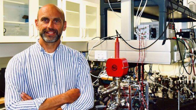 Dr. Maarten Hoogerland im Quantum Information Lab an der University of Auckland. (Credits: University of Auckland)