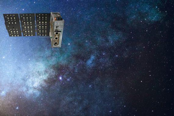 Illustration des Minisatelliten HaloSat im Weltraum. (Credits: NASA)