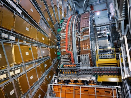 Das Kalorimeter und das Myon-Spektrometer des ATLAS-Experiments am Large Hadron Collider am CERN. (Credits: Image: S. Goldfarb / ATLAS collaboration)