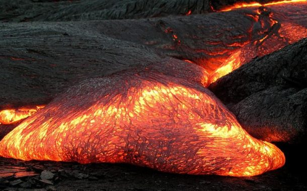 Magma an der Erdoberfläche. (Credits: Hawaii Volcano Observatory (DAS))