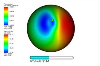 Diese Farbkarte zeigt die Krümmung des Ereignishorizontes des großen Schwarzen Lochs, die durch die Verschmelzung mit dem kleinen Schwarzen Loch hervorgerufen wird. (Credits: Nicole Rosato)