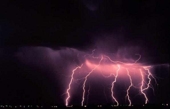 Mehrere Blitze während eines nächtlichen Gewitters. (Credits: NOAA Photo Library, NOAA Central Library; OAR / ERL / National Severe Storms Laboratory (NSSL))