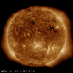 Ein aktuelles Bild der Sonne, aufgenommen am 9. Dezember 2020 vom Solar Dynamics Observatory (SDO). (Credits: Courtesy of NASA / SDO and the AIA, EVE, and HMI science teams)