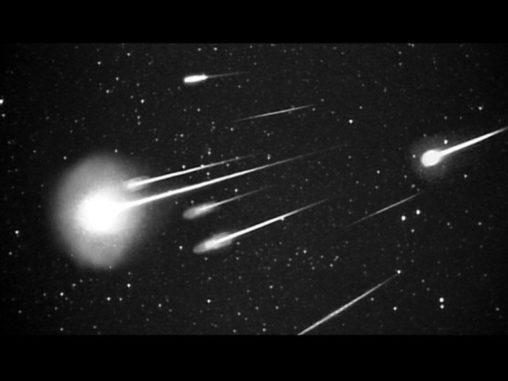 Leoniden-Meteore, fotografiert im Jahr 1999 von der Leonid Multi Instrument Aircraft Campaign. (Credits: NASA / Ames Research Center / ISAS / Shinsuke Abe and Hajime Yano)