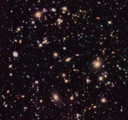 Das Hubble Ultra Deep Field, aufgenommen im Jahr 2012. (Credits: NASA, ESA, R. Ellis (Caltech), and the HUDF 2012 Team)