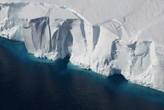 Die Vorderseite des Getz-Eisschelfs in Antarktika. (Credit: Jeremy Harbeck, NASA Icebridge)