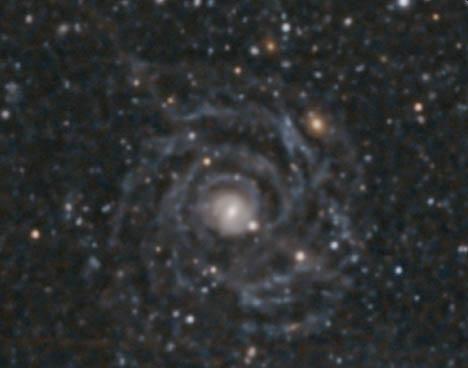 Malin 1 ist eine Riesengalaxie mit geringer Flächenhelligkeit, hier aufgenommen vom Magellan/Clay-Teleskop. (Credits: Gaspar Galaz et al 2015 ApJ 815 L29)