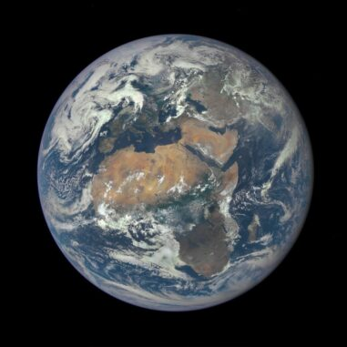 Satellitenbild der Erde. (Credits: NASA)