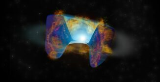 Sich schnell bewegende Überreste einer Supernova-Explosion, die von einer stellaren Kollision ausgelöst wurde, prallen auf zuvor abgestoßenes Gas und diese Schockwellen und produzieren die vom VLA registrierte Radioemissionen. (Credit: Bill Saxton, NRAO / AUI / NSF)