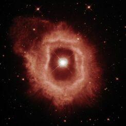 Wasserstoff- und Stickstoffemissionen von AG Carinae und dessen umgebenden Nebel. (Credits: ESA / Hubble and NASA, A. Nota, C. Britt)