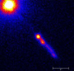 Der Quasar 3C 273 mit seinem Jet, aufgenommen vom Weltraumteleskop Chandra. (Credits: Credit: NASA / CXC / SAO / H.Marshall et al.)