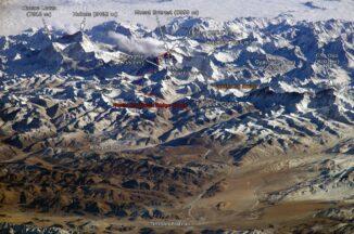 Das Himalaya-Massiv mit dem Mount Everest, aufgenommen von Bord der Internationalen Raumstation ISS. (Credits: NASA, Janderk Jan Derk)